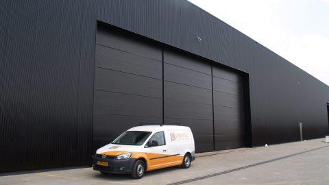 Portes à charnière anti-effraction - Protec Industrial Doors