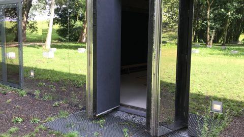 Portes tournantes esthétiques - Résistant aux explosions - Protec Industrial Doors